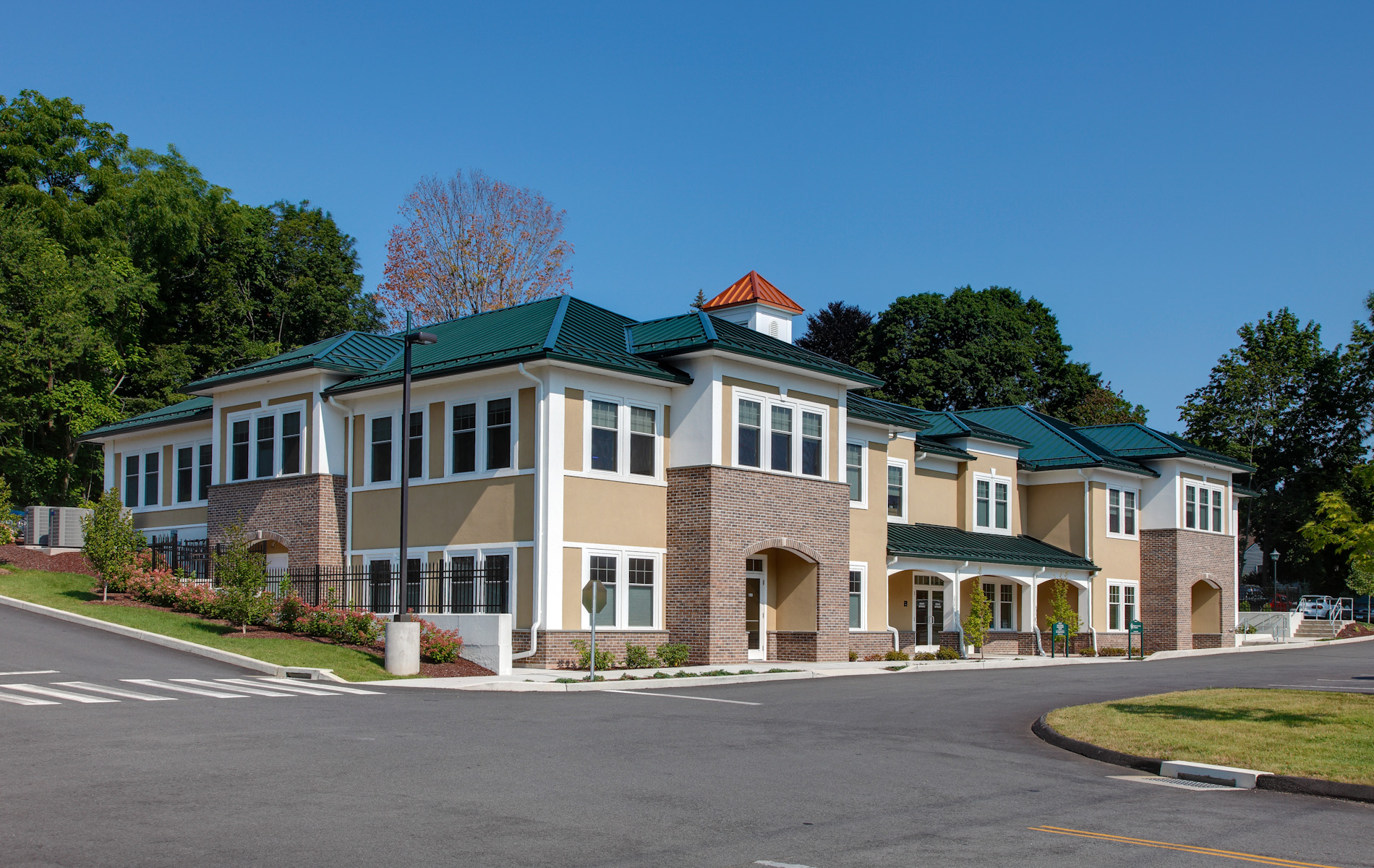 Professional medical building cheshire ct ricci for Chesire house